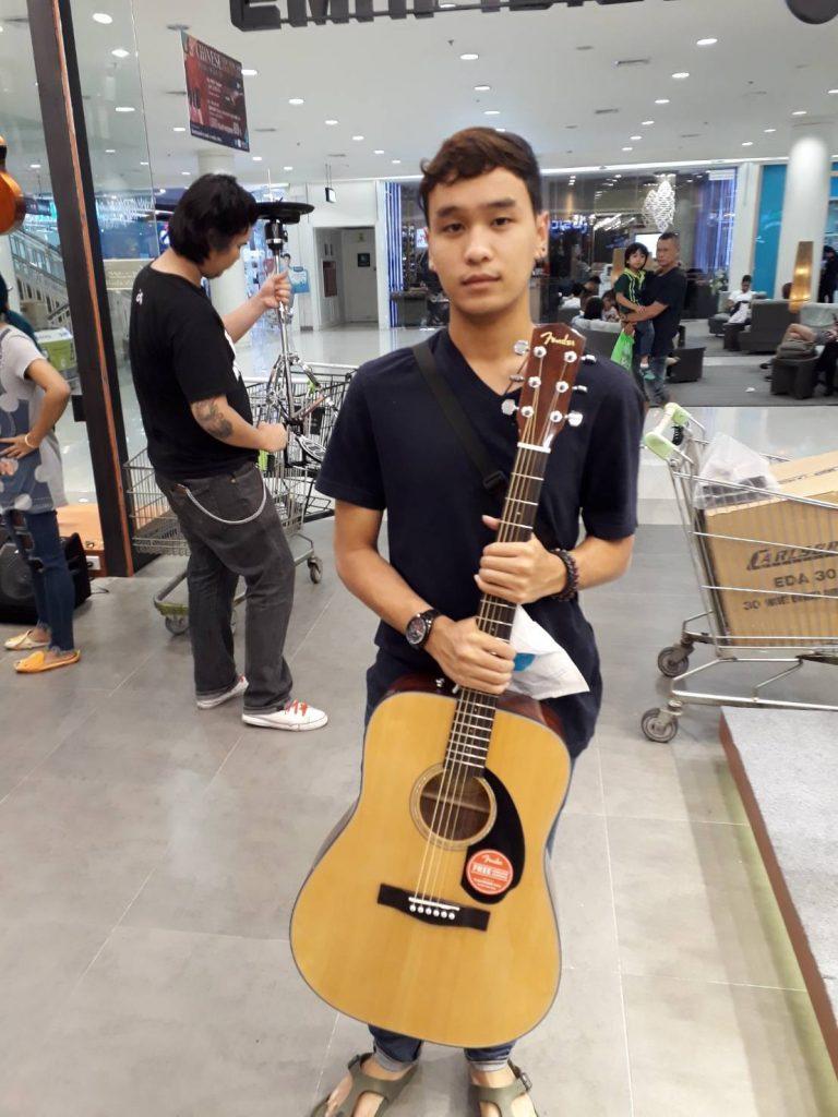 ลูกค้าที่ซื้อ Fender CD-60S Natural