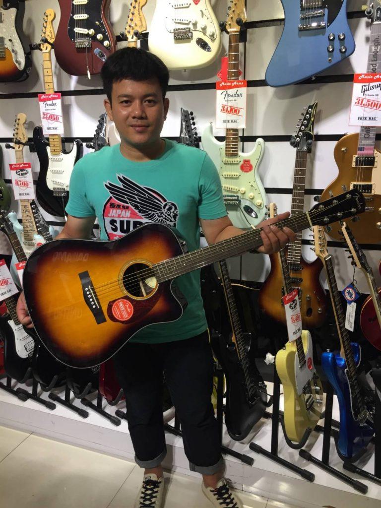 ลูกค้าที่ซื้อ Fender CD-140 SCE โปร่งไฟฟ้า Top Solid