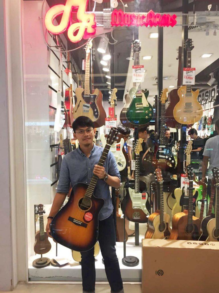 ลูกค้าที่ซื้อ กีต้าร์โปร่งไฟฟ้า Fender CD-140 SCE
