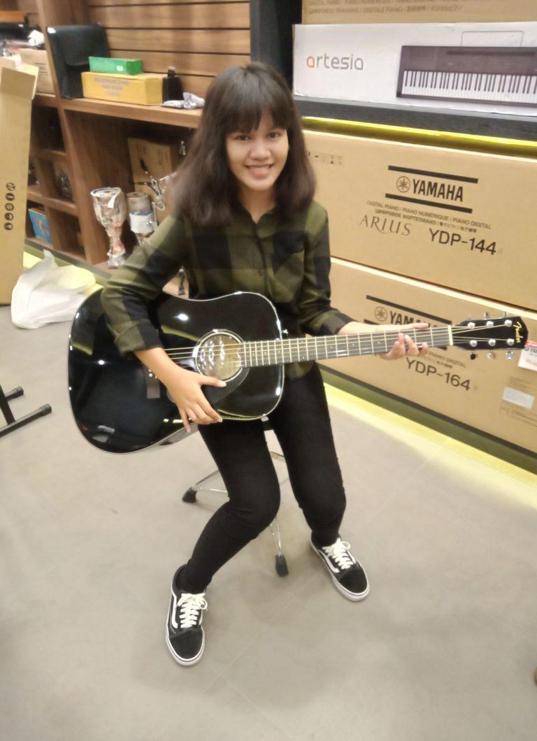 ลูกค้าที่ซื้อ Fender CD-60S