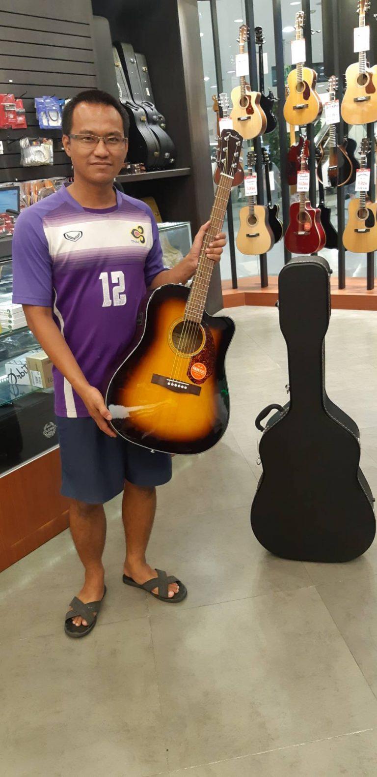 ลูกค้าที่ซื้อ Fender CD-140SCE
