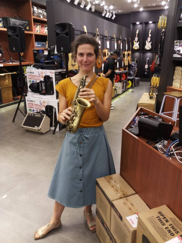 ลูกค้าที่ซื้อ Saxophone Coleman CL-336S