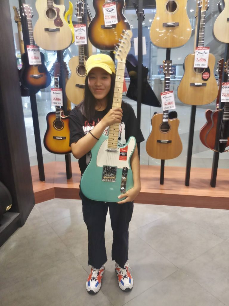 ลูกค้าที่ซื้อ Fender American Professional Telecaster