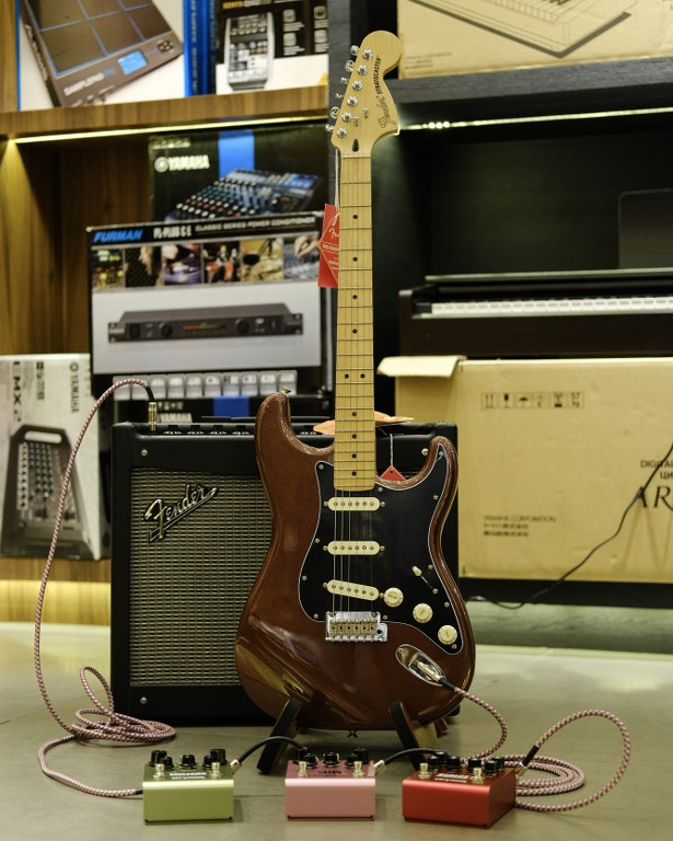 Showcase Fender Deluxe Roadhouse Stratocaster
