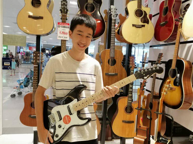 ลูกค้าที่ซื้อ Squier Contemporary Stratocaster HH