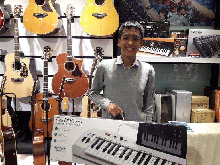 ลูกค้าที่ซื้อ Samson Carbon 49 Keyboard Controller