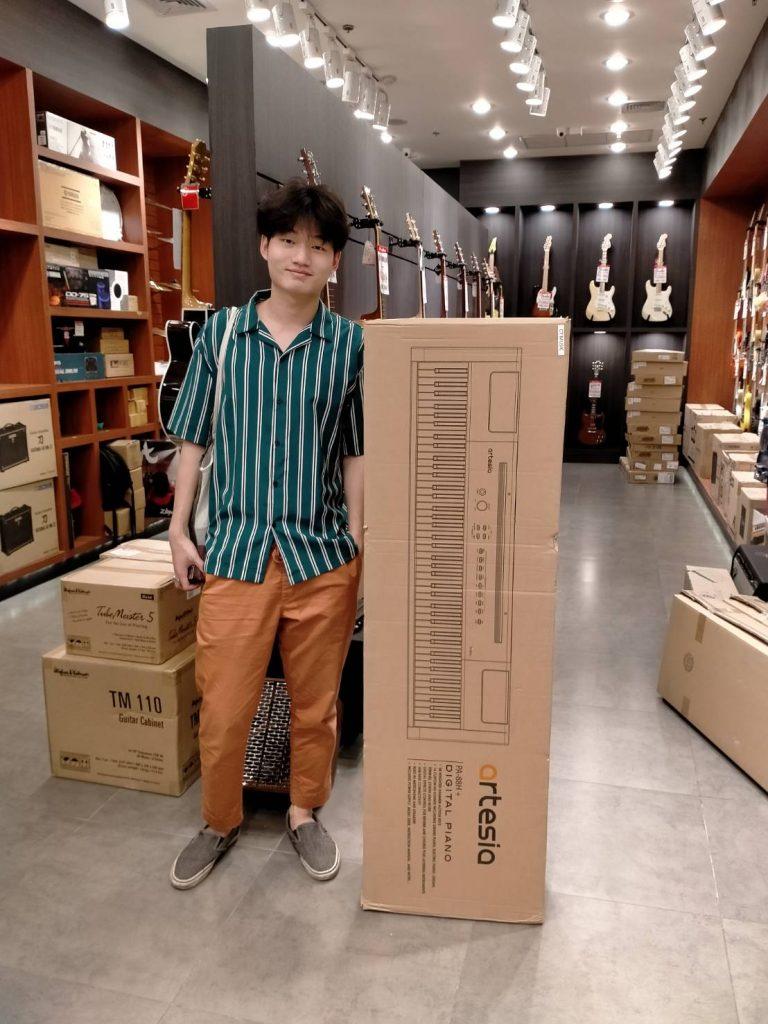 ลูกค้าที่ซื้อ เปียโนไฟฟ้า Artesia PA-88H มีคู่มือภาษาไทย