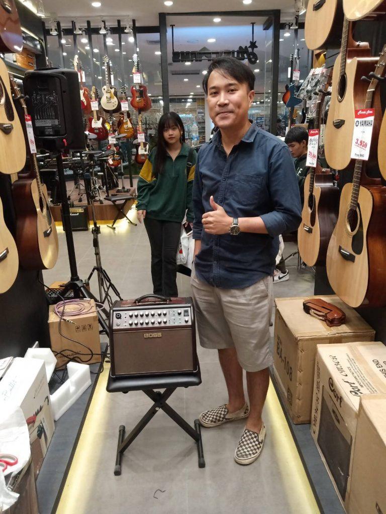 ลูกค้าที่ซื้อ Boss Acoustic Singer Live