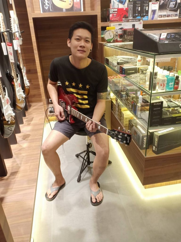 ลูกค้าที่ซื้อ Gibson SG Standard 2018