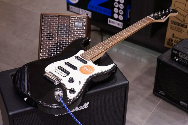 Showcase Squier Contemporary Stratocaster HSS