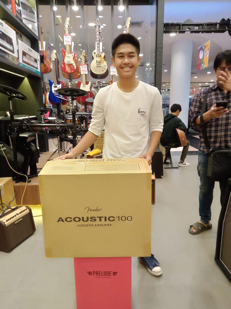 ลูกค้าที่ซื้อ Fender Acoustic 100