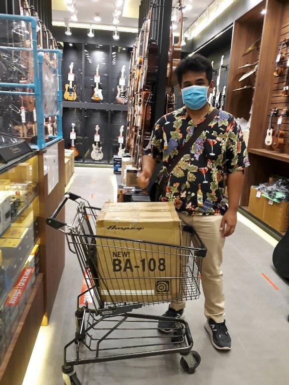 ลูกค้าที่ซื้อ Ampeg BA108