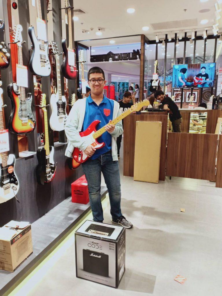 ลูกค้าที่ซื้อ กีต้าร์ไฟฟ้า Fender Traditional 50s Stratocaster