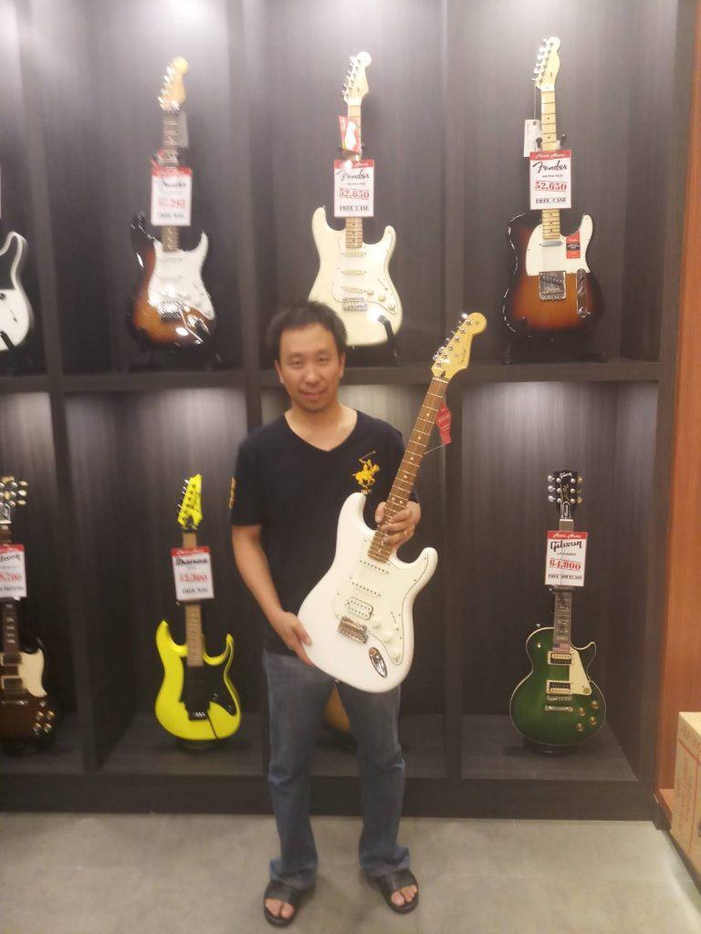 ลูกค้าที่ซื้อ Fender Player Stratocaster HSS PF