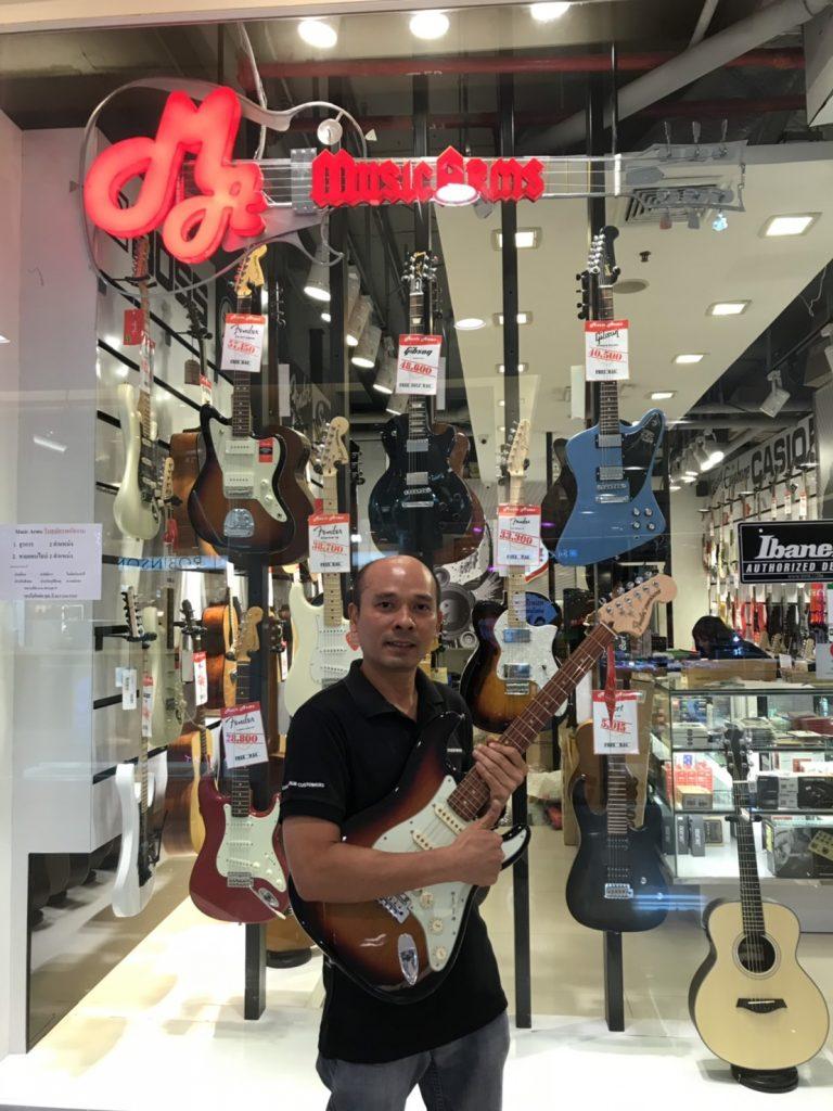 ลูกค้าที่ซื้อ Fender Deluxe Roadhouse Stratocaster PF