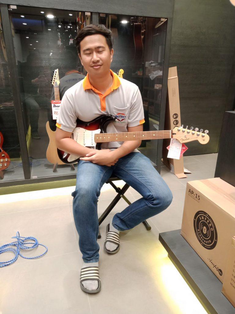 ลูกค้าที่ซื้อ กีต้าร์ไฟฟ้า Fender Player Stratocaster