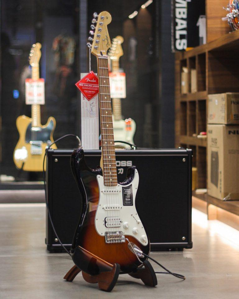 Showcase กีต้าร์ไฟฟ้า Fender Player Stratocaster HSS