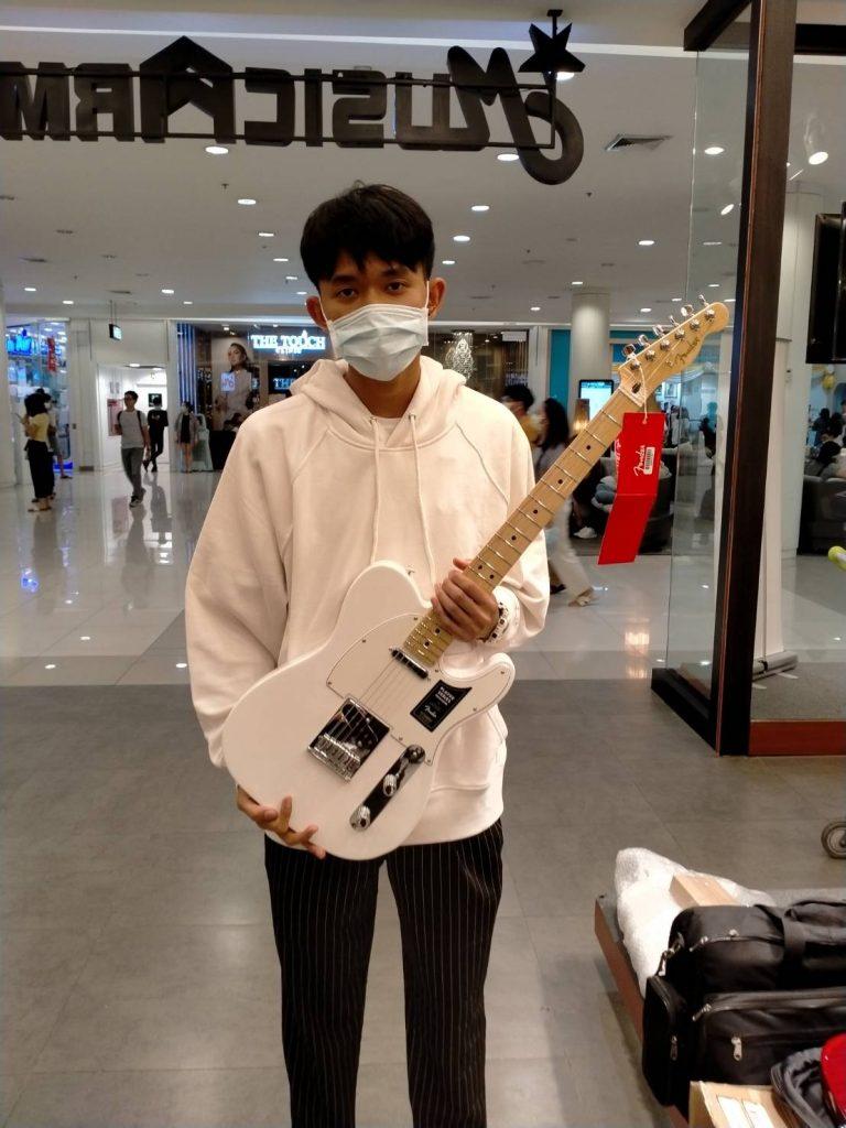 ลูกค้าที่ซื้อ Fender Player Telecaster