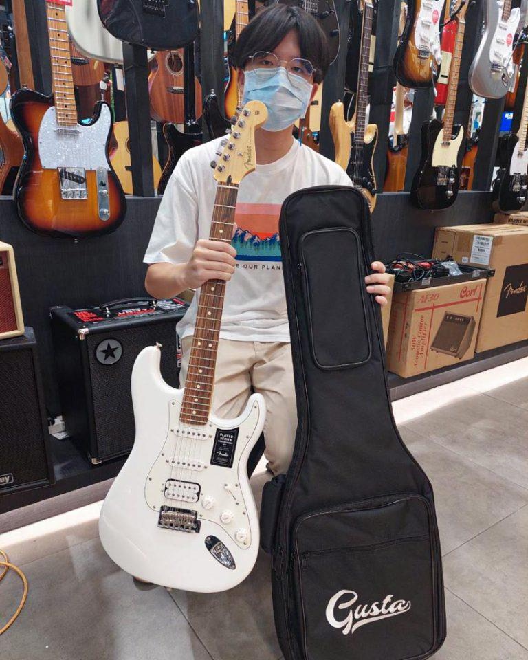 ลูกค้าที่ซื้อ กีต้าร์ไฟฟ้า Fender Player Stratocaster HSS
