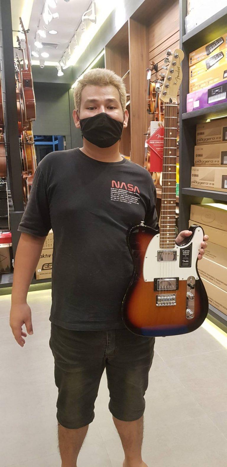 ลูกค้าที่ซื้อ กีต้าร์ไฟฟ้า Fender Player Telecaster HH