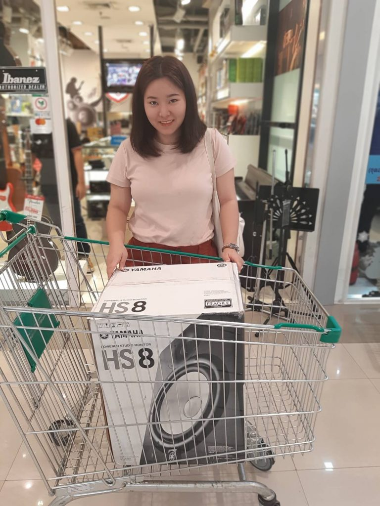 ลูกค้าที่ซื้อ Yamaha HS8 Studio Monitor