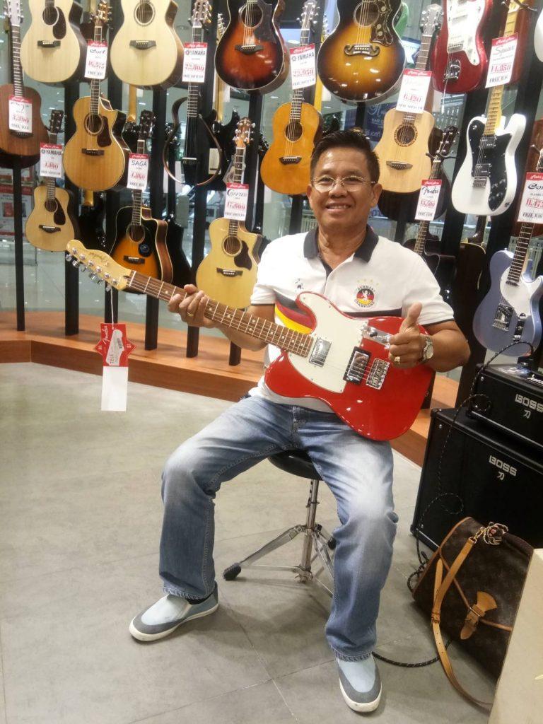 ลูกค้าที่ซื้อ Fender Player Telecaster HH PF