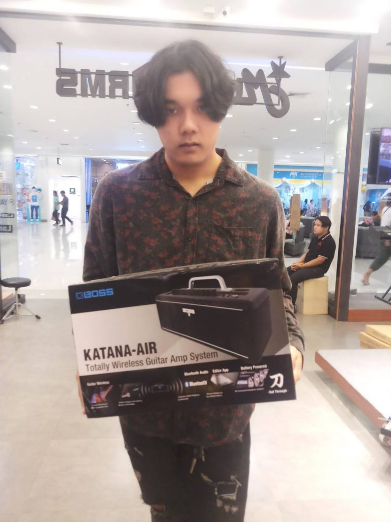 ลูกค้าที่ซื้อ Boss Katana Air