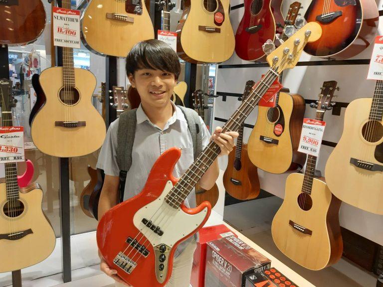 ลูกค้าที่ซื้อ Fender Player Jazz Bass