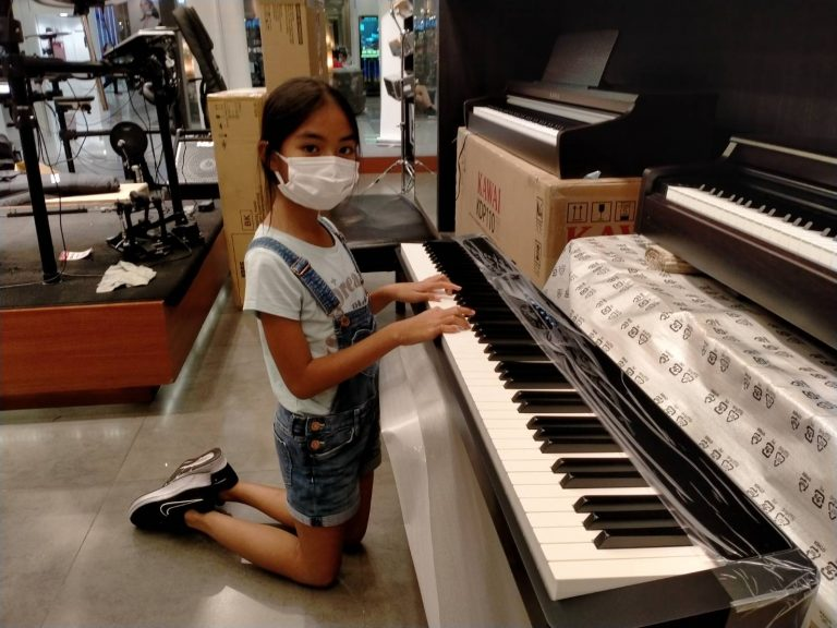 ลูกค้าที่ซื้อ เปียโนไฟฟ้า Casio PX-S1000 Privia ฟรีคู่มือภาษาไทย