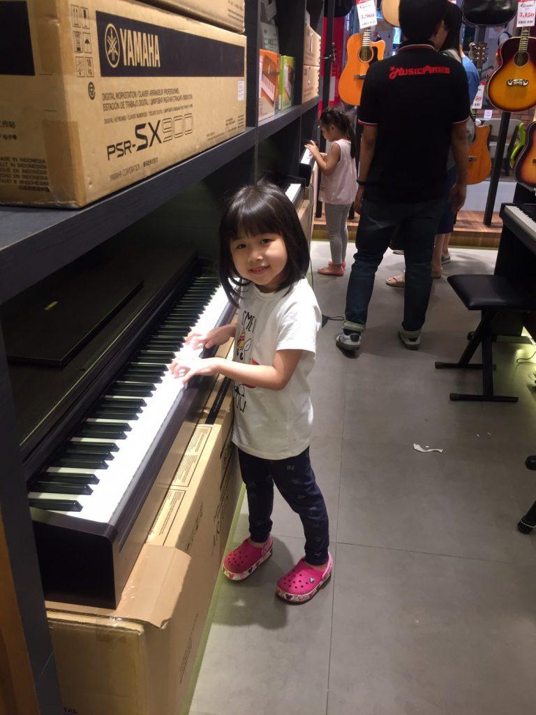ลูกค้าที่ซื้อ เปียโนไฟฟ้า Yamaha YDP-144R Arius