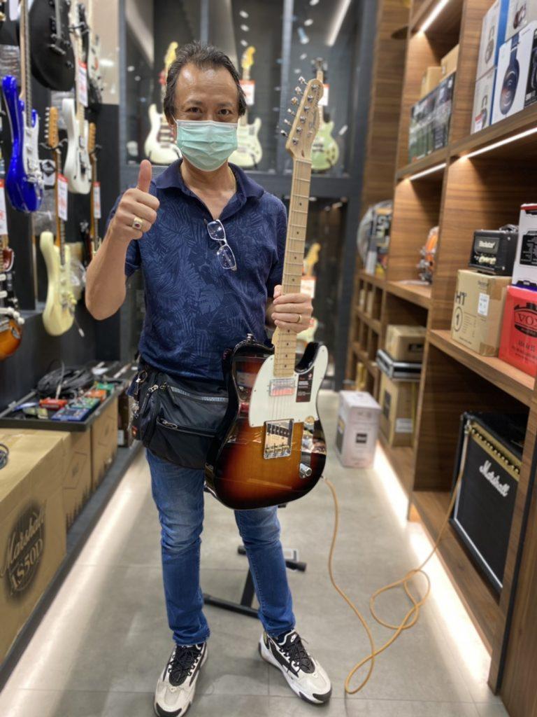 ลูกค้าที่ซื้อ Fender American Performer Telecaster Hum