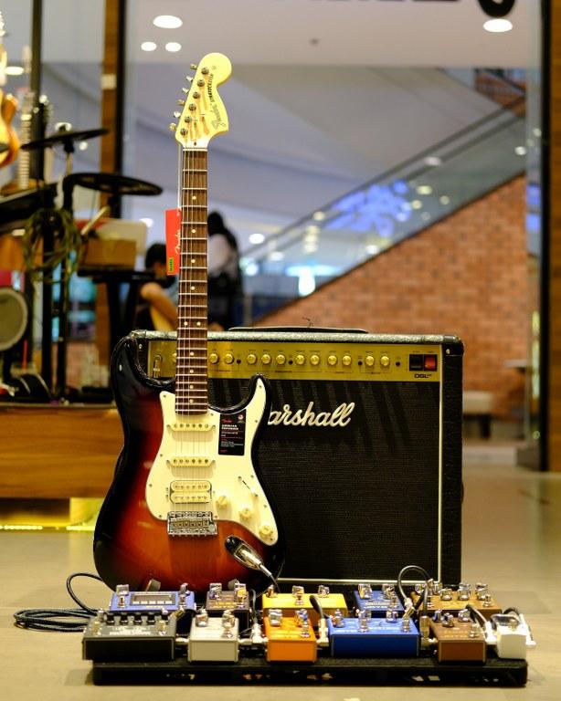 Showcase Fender American Performer Stratocaster