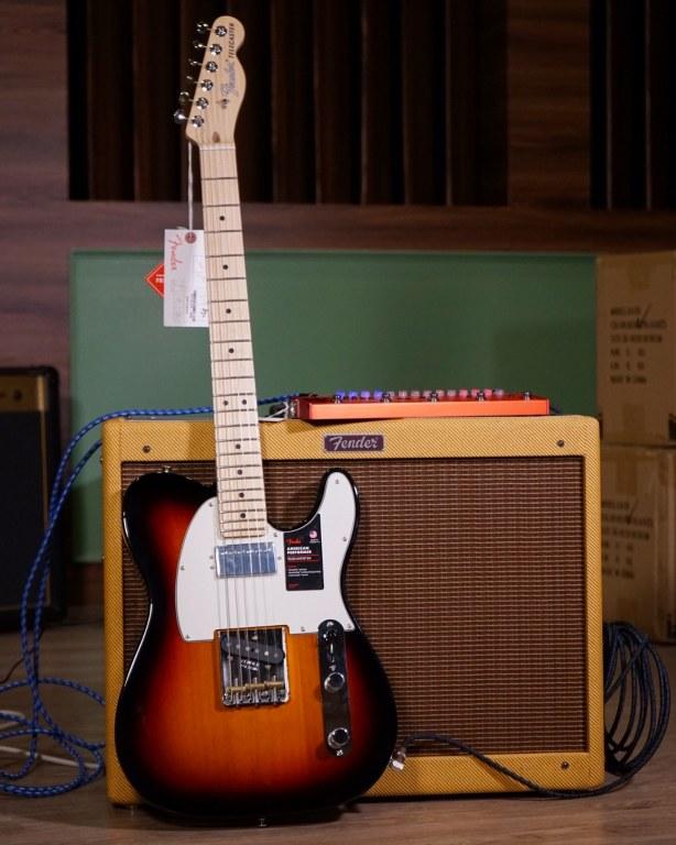 Showcase Fender American Performer Telecaster