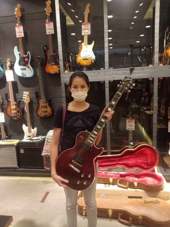 ลูกค้าที่ซื้อ Gibson Les Paul Signature Player Plus 2018