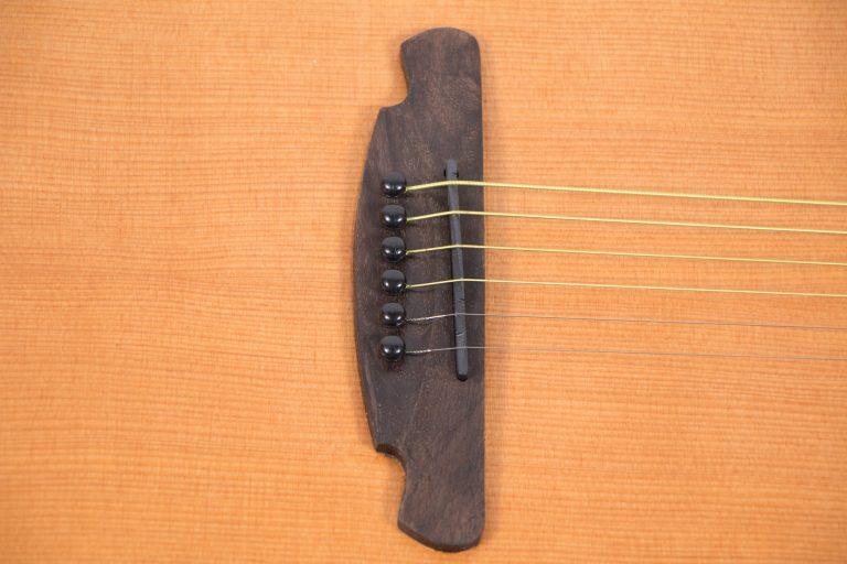 โปร่งไฟฟ้า Gusta OM-JE II N 40Acoustic guitar pick ขายราคาพิเศษ