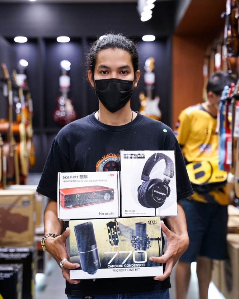 ลูกค้าที่ซื้อ Focusrite Scarlett 4i4 3rd Gen Audio Interface