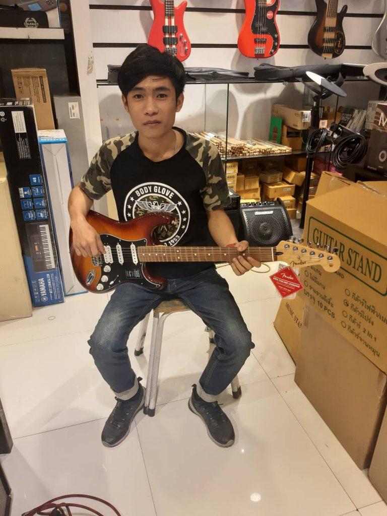 ลูกค้าที่ซื้อ Fender Player Stratocaster HSS Plus Top