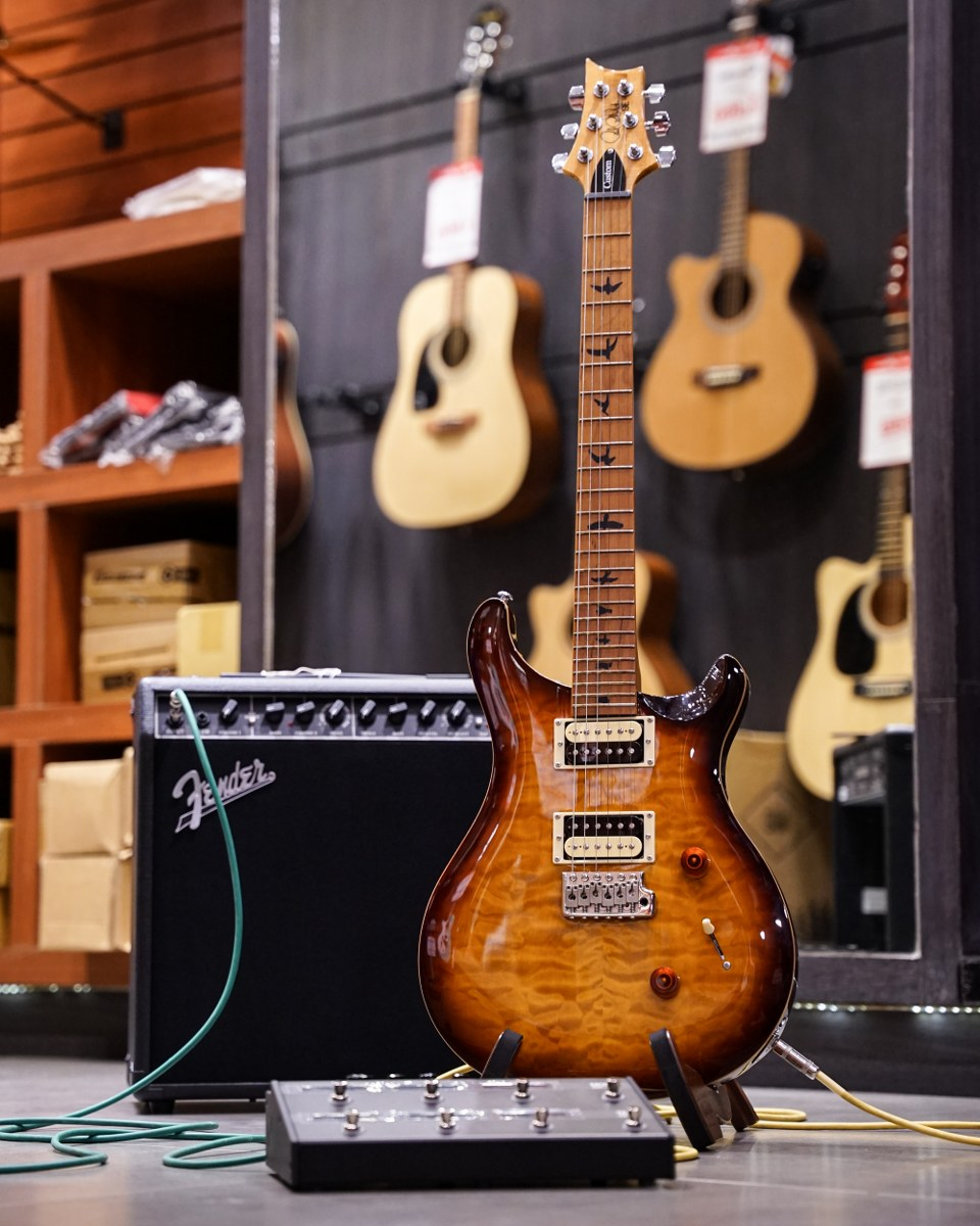 PRS SE Custom 24 with Roasted Maple Limited หน้าร้าน Music Arms