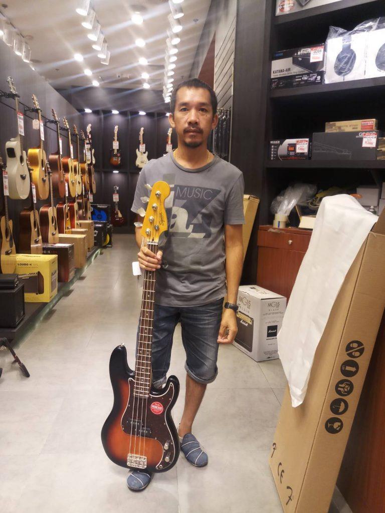 ลูกค้าที่ซื้อ Squier Classic Vibe Precision Bass 60s