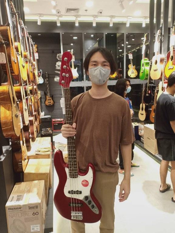 ลูกค้าที่ซื้อ Squier Contemporary Jazz Bass