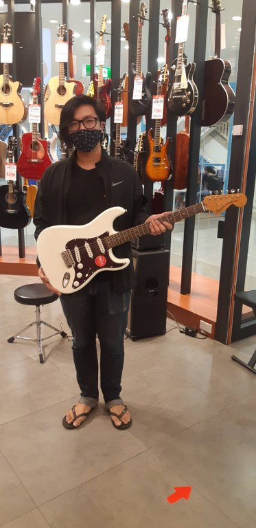 ลูกค้าที่ซื้อ Squier Classic Vibe 70s Stratocaster