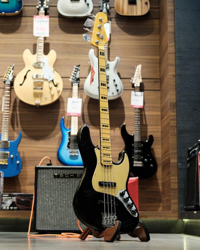 Showcase Fender American Ultra Jazz Bass