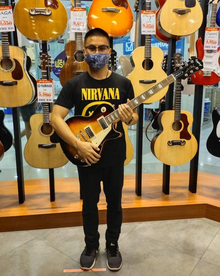 ลูกค้าที่ซื้อ Epiphone Les Paul Standard '60s Electric Guitar