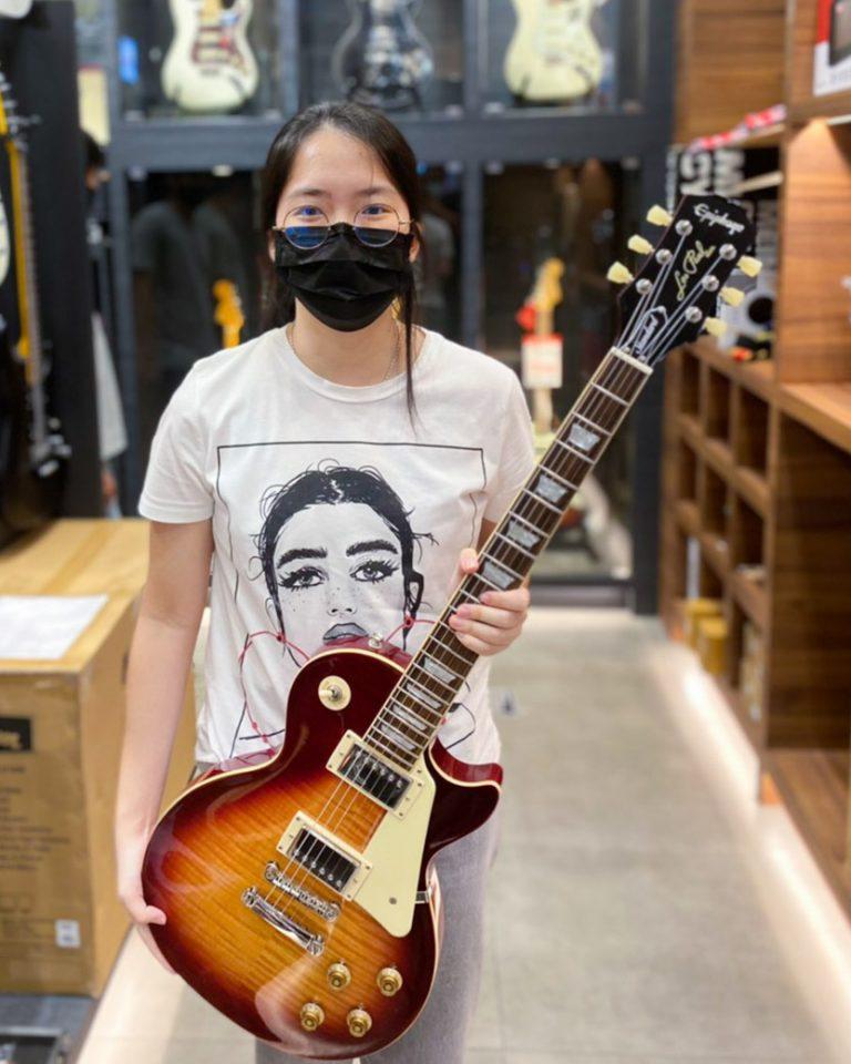 ลูกค้าที่ซื้อ Epiphone Les Paul Standard '50s Electric Guitar