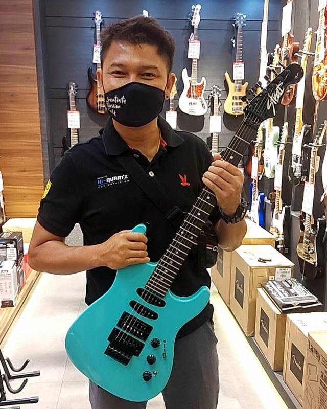 ลูกค้าที่ซื้อ Fender Limited Edition HM Stratocaster