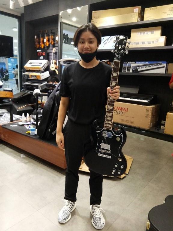 ลูกค้าที่ซื้อ Gibson SG Standard