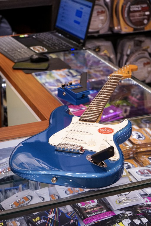 Showcase Squier Classic Vibe Stratocaster '60s Electric Guitar