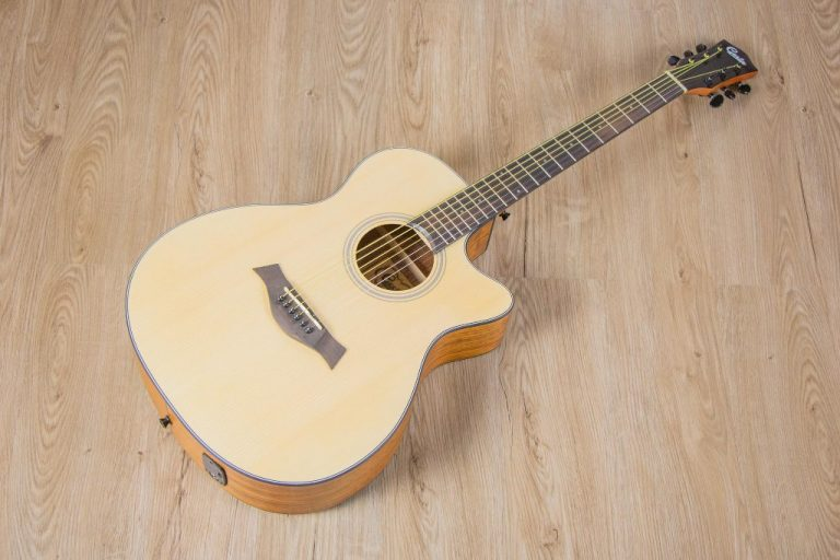 Acoustic guitar Gusta OM2CE II ขายราคาพิเศษ