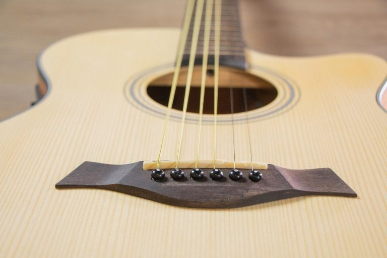 Guitar Gusta OM2CE II ขายราคาพิเศษ
