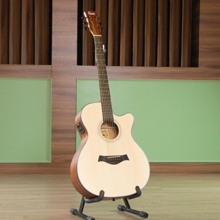 Gusta OMCE II guitar ขายราคาพิเศษ